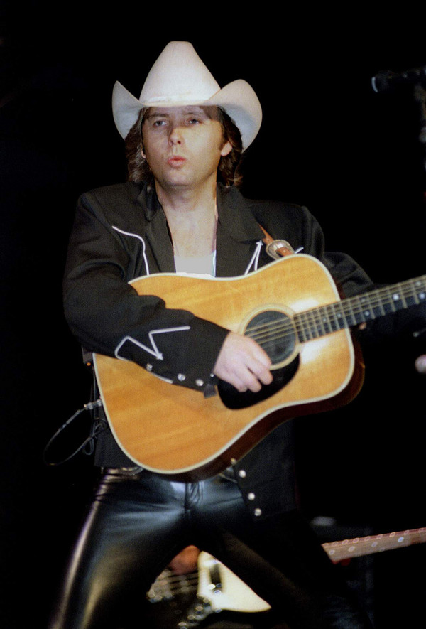 Dwight Yoakam - Videos and Albums - VinylWorld